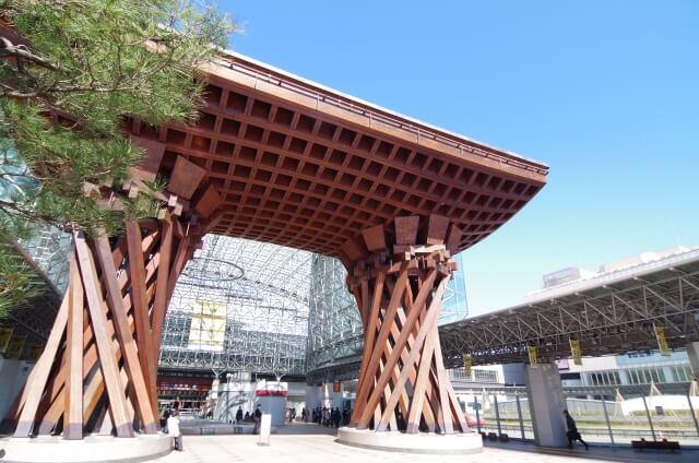 まるで美術館!金沢駅の中は人間国宝の作品がずらり