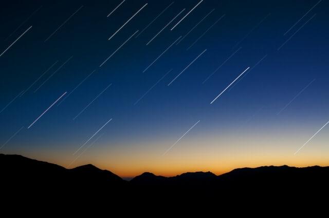 北海道の夜空に火の玉出現!火球の光に北海道民が驚き...