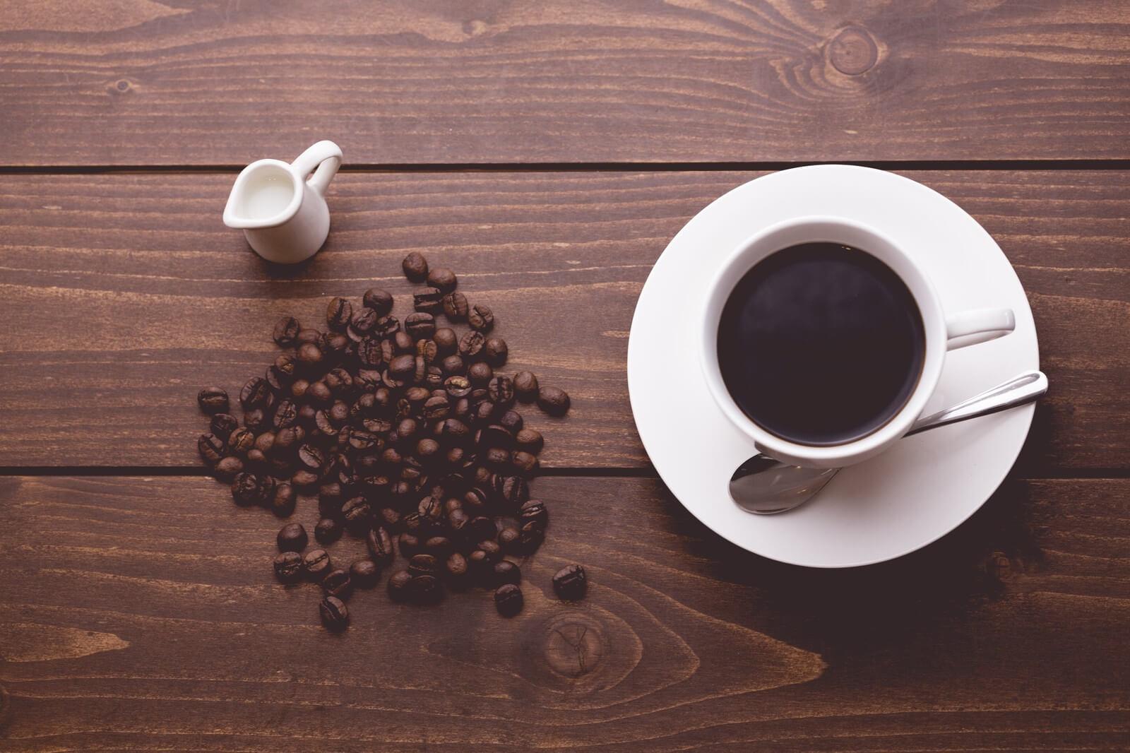 コーヒーを飲むと眠くならないの?眠気を覚ますにはコーヒーよりも〇〇がオススメです!