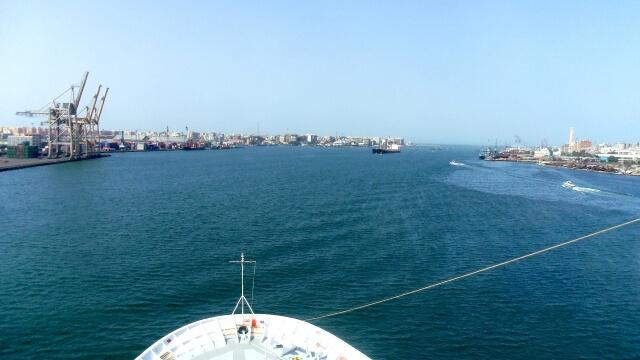 スエズ運河で巨大コンテナ船座礁!国際的な物流に影響か